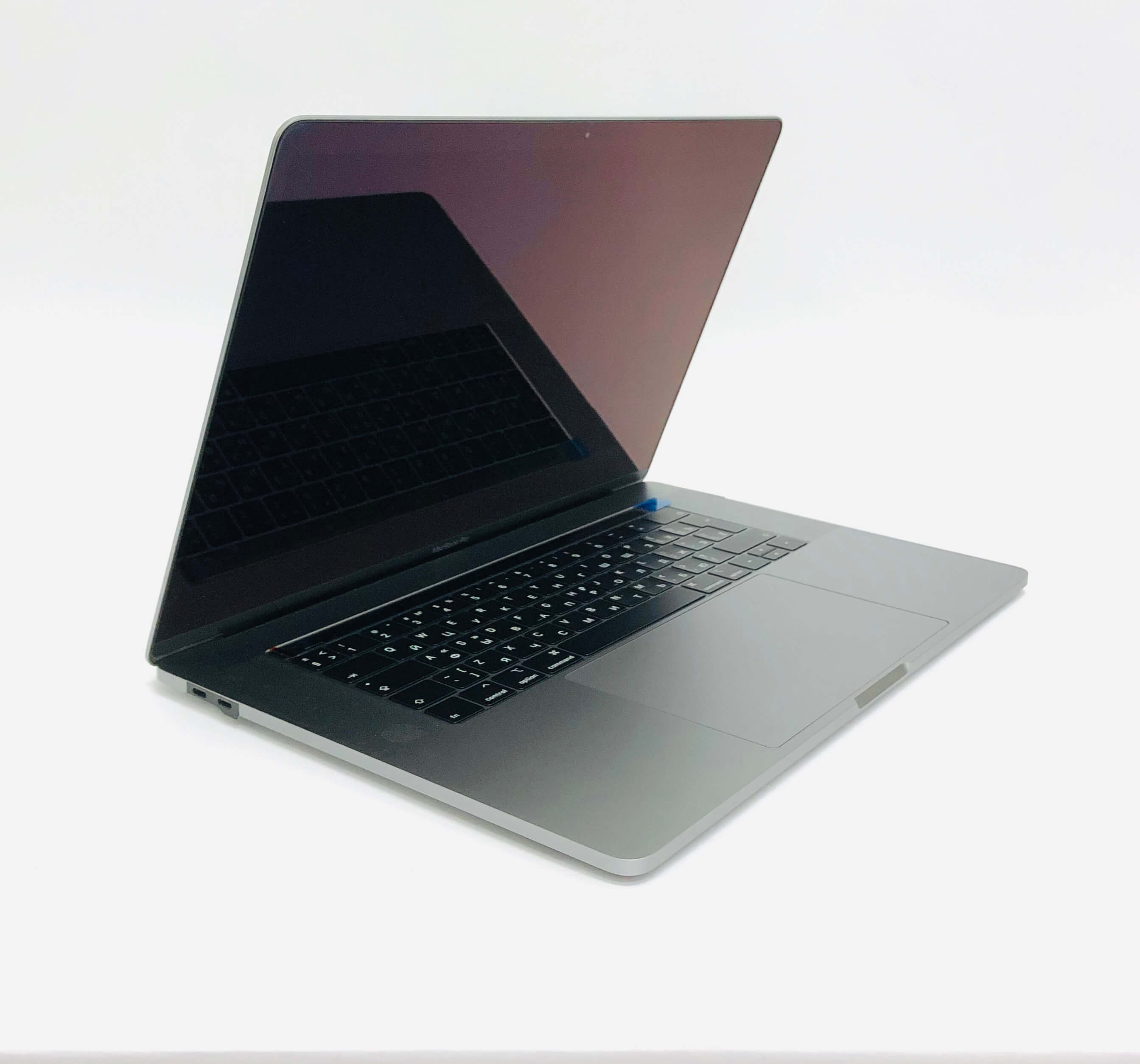Macbook Pro 15'' Retina Touch Bar, Space Gray, i7, rok 2019, 16GB RAM, 256GB SSD